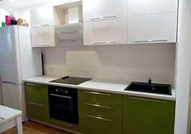 Фото кухня зеленая с черной техникой
