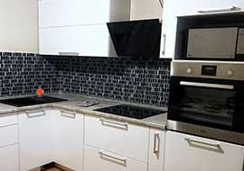 Фото кухня белая с черной техникой