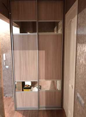 Фото Двери купе с маленькими вставками из зеркала