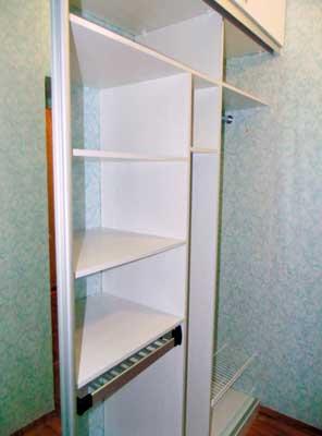 Фото гардеробной ил ЛДСП белого цвета