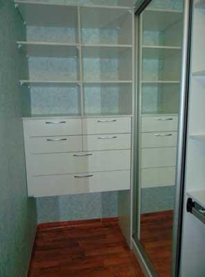 Фото гардеробной ЛДСП белый с ящиками