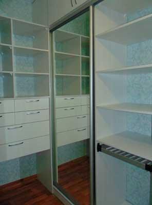 Картинка гардеробной ЛДСП белый с ящиками и фасад зеркало