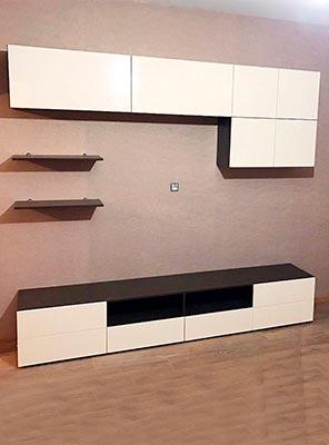 Фото горка под телевизор бело-коричневого цвета из ЛДСП и МДФ