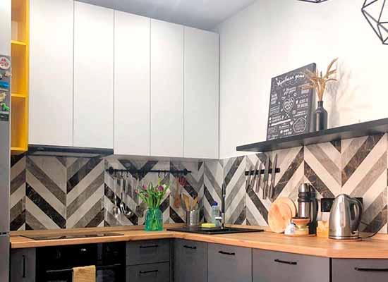 Фото стильная Кухня серая с матовыми фасадами
