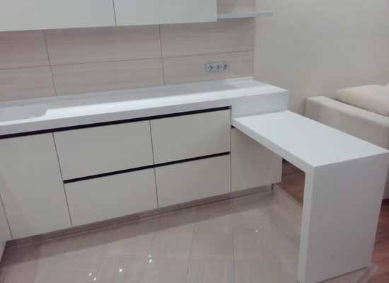 Фото белая кухня с барной стойкой