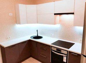 Фото кухня угловая коричневая с подсветкой