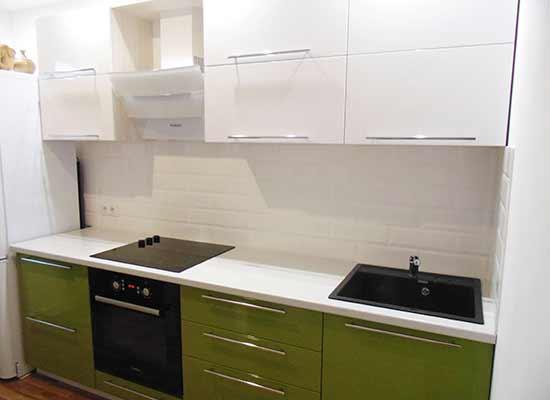 Фото Кухня зеленая с белым верхом