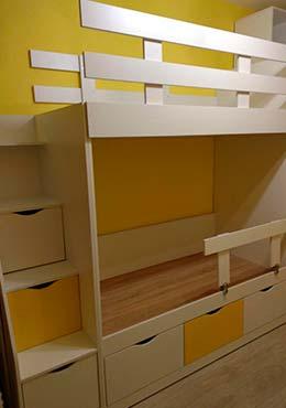 Фото детская кровать ЛДСП Бело желтого цвета с ящиками