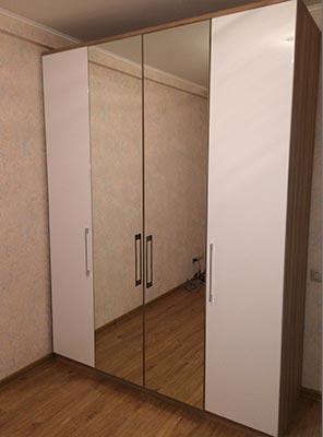 Фото Красивы Шкаф распашной белый с зеркалами