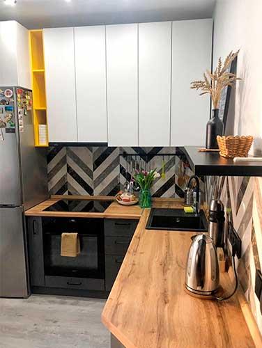 Фото Кухня-выполненная-на-заказ Бело серого цвета