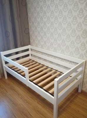 Фото детская кроватка из дерева
